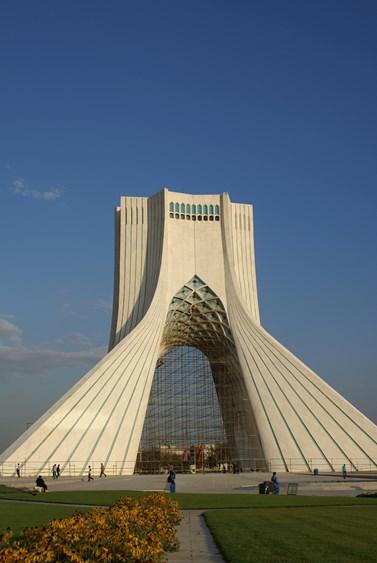 Věž Ázádí v Teheránu. V perštině znamená svoboda. Foto: Josef Kraus