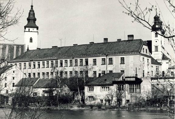 Univerzitní centrum Telč se nachází v budově bývalé jezuitské koleje