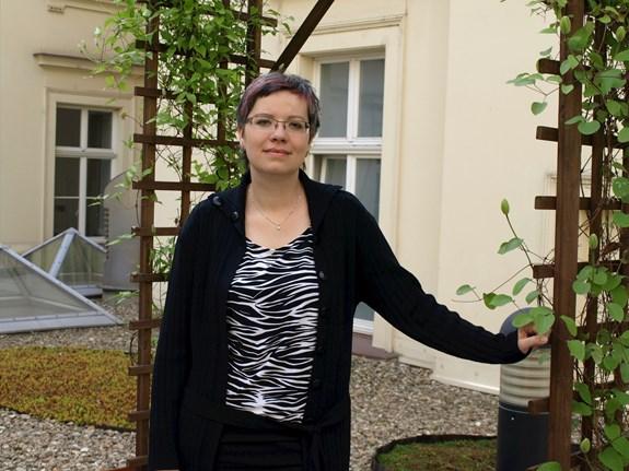 Koordinátorkou výzkumů a chystané publikace je Adéla Souralová, která se tématu delegace péče věnovala i ve svém vlastním výzkumu. Foto: Kateřina Picková