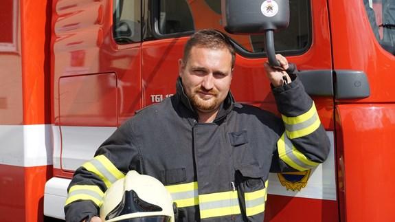 Chrudimský hasič a doktorand fakulty sociálních studií Jakub Morávek založil hasičské muzeum. Foto: Zuzana Brandová