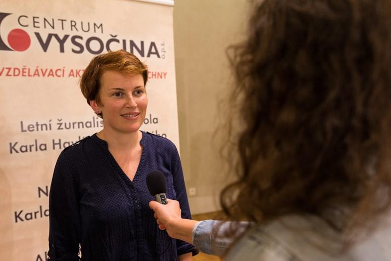 Jednou z přednášejících byla i Pavla Holcová, zakladatelka Českého centra pro investigativní žurnalistiku. Foto: archiv LŽŠ