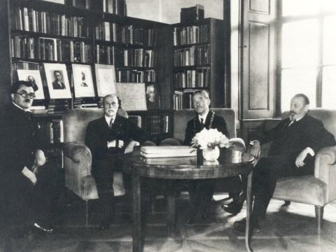 Přijetí rektora Jana Krejčího v Lánech 30. 8. 1935 - předání rektorského řetězu