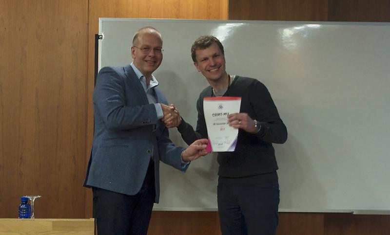 23. 1. 2017 – Don Stikvoort oficiálně předává Janu Vykopalovi certikát TI na setkání TF-CSIRT ve Valencii