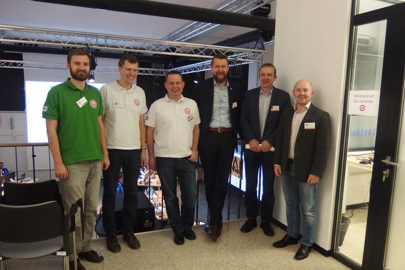 Členové CSIRT-MU a Sven Sakkov s kolegy z CCDCOE během cvičení Cyber Czech