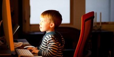 Zákazy rodičů závislost dětí na internetu nevyřeší
