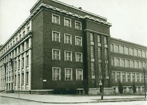 Budova Právnické fakulty, 2. pol. 40. let 20. stol. Budova po stavebních úpravách provedených Gestapem