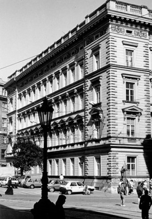 Kaunicův palác kol. roku 1990