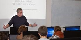 Studenty učí držitel Pulitzerovy ceny. Získal ji za datovou žurnalistiku