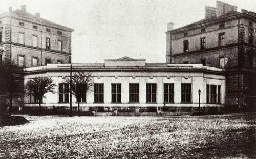 Přístavba Anatomického ústavu Lékařské fakulty MU z roku 1920. Pohled na nároží ulic Údolní a Úvoz.