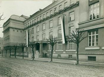 Novostavba Filozofické fakulty v ulici Sirotčí, dnešní Grohově