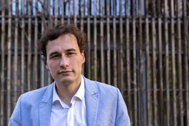 Lukáš Valášek ve svých článcích píše nejen o politice, ale také o dopravě nebo zdravotnictví. Foto: David Kohout