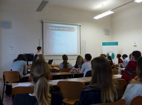 Přednášky studujících tvořily významnou část programu celé konference Mezi meze. Foto: Kateřina Picková