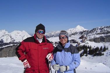 Profesor Rabušic se s manželkou Miladou seznámil na lyžařském výcviku. Lyžování je jejich společnou vášní. Foto: archiv Ladislava Rabušice
