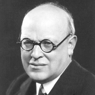 Arne Novák (1880–1939), profesor FF MU v oboru Česká literatura,  v letech 1924–1925 děkan fakulty a v letech 1938–1939 rektor MU