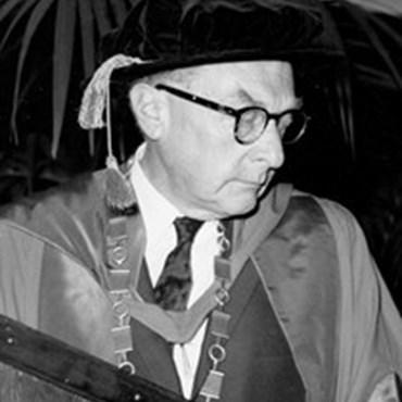 Roman Jakobson (1888–1969), lingvista světového formátu, který byl v Brně habilitován pro obor ruská filologie a v roce 1937 jmenován mimořádným profesorem