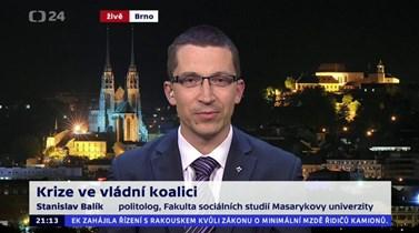 V pořadu 90' ČT24 například 27. dubna komentoval vládní krizi. Zdroj: www.ceskatelevize.cz/ivysilani/