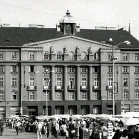 1991 – zahájení výuky