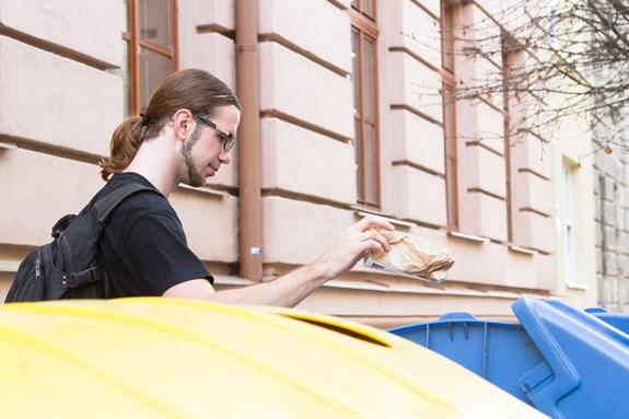 Studenti si uvědomují, že důsledným tříděním odpadu lze ulevit životnímu prostředí. Foto: Jana Sosnová