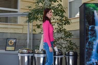K třídění odpadu se hlásí studenti i zaměstnanci fakulty. Foto: Eva Bartáková