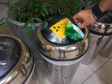 Na fakultě se třídí plasty, papír, sklo, ale i elektroodpad. Foto: Jan Jakovljevič