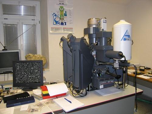 Pracoviště elektronové mikroskopie.jpg