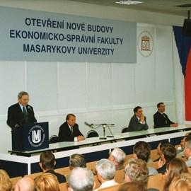 1998 – stěhování do nového