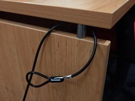 Detail uchycení lanka ke stolu