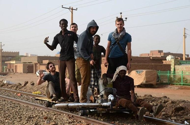 Cestování v Súdánu na podomácku vyrobené železniční drezíně – malém kolejovém vozítku. Foto: archiv Alberta Fikáčka