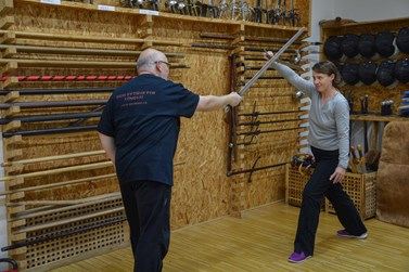 Ve sbírce šermířské skupiny Cavalieri Moravi jsou i meče z muzikálu Robin Hood nebo z filmu Bathory. Foto: Eva Bartáková