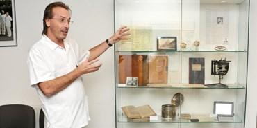 Neurologové si připomínají stoletou historii kliniky výstavou artefaktů