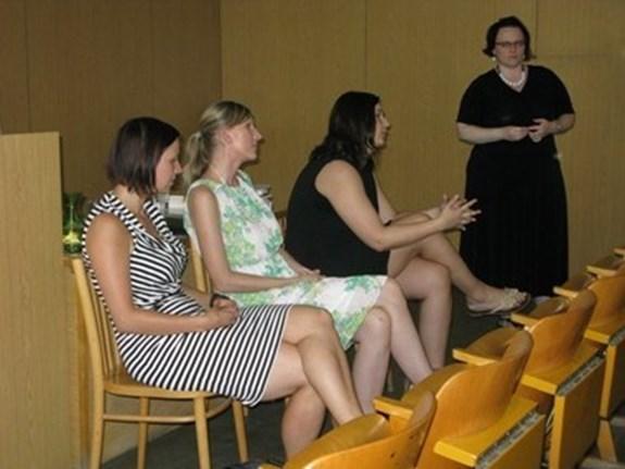 Tvůrčí psaní na Masarykově univerzitě: Zuzana Šalamounová, Dagmar Dvořáková a Marie Kortanová v diskusi ke svým příspěvkům, moderuje Jitka Cholastová