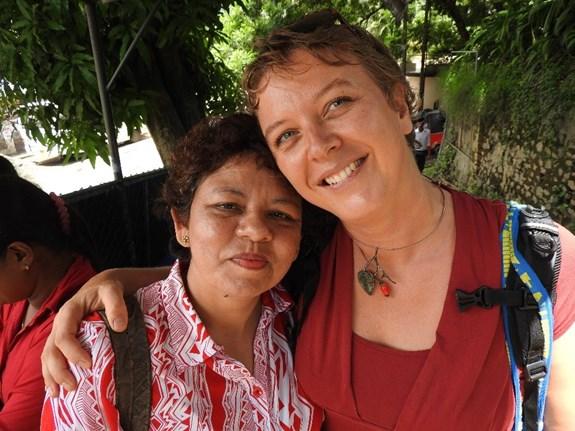 Při pozorování mezi obyvateli Srí Lanky si výzkumnice a antropoložka našla přátele. Foto: archiv Ireny Kašparová