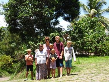 Na Srí Lanku vzala vědkyně svoje čtyři děti. Foto: archiv Ireny Kašparové