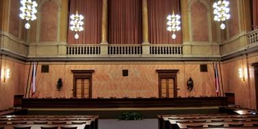 Praxe na soudech od okresu až po ústavák