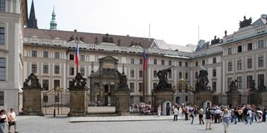 Zamyšlení se nad postavením prezidenta v ústavním systému České republiky
