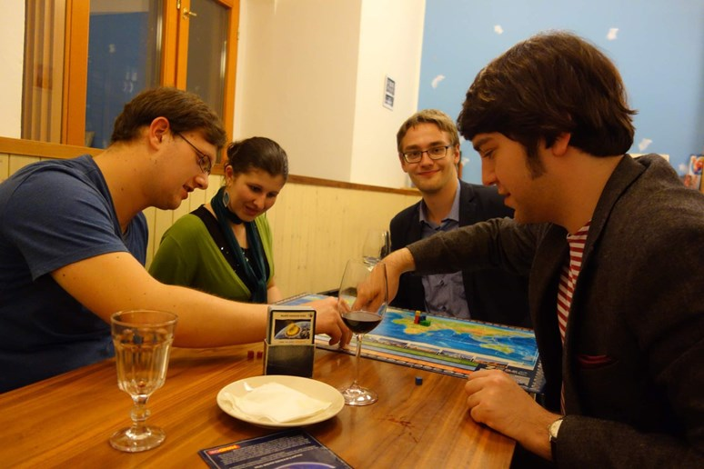 Hraní deskovek (VÍCE ZDE)