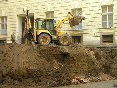 Na dvorku fakultní budovy si Moštěk připadal jako v Macoše. Po rekonstrukci tam vzniklo atrium. Foto: archiv FSS