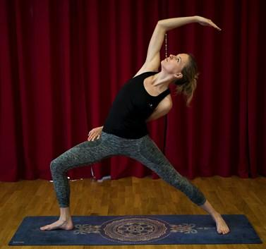 Jako lektorka se Novotná specializuje na power jógu, která zpevňuje tělo a uklidňuje mysl. Foto: Matej Hudák