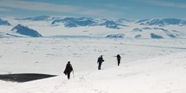 Sníh a mráz komplikoval vědcům v Antarktidě práci, stihli ale vše