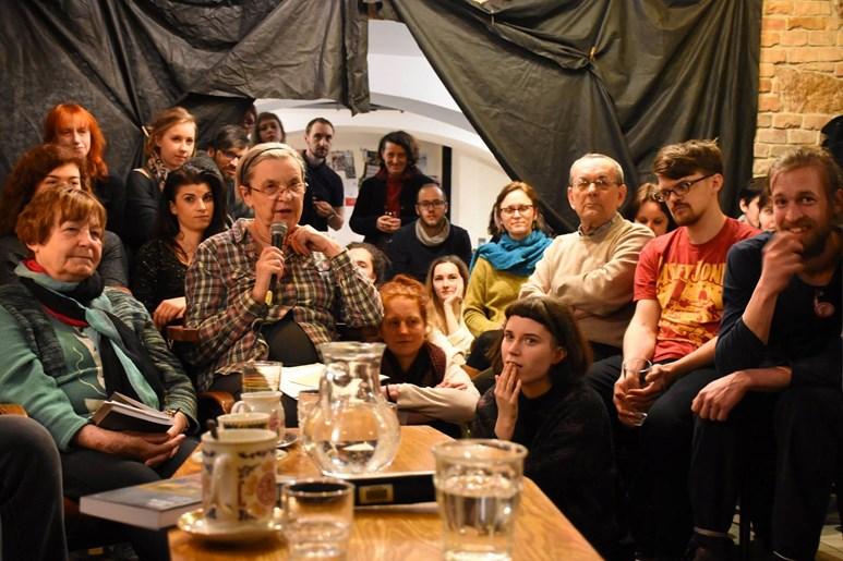Hana Librová se účastní veřejných diskuzí. Nedávno navštívila debatu nazvanou Velkorysost vůči zvířatům. Foto: archiv katedry environmentálních studií
