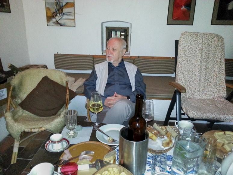 Ivo Plaňava si rád pochutná na dobrém vínu. Foto: archiv Ireny Šléglové