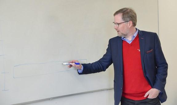 Petr Fiala vyučuje na fakultě sociálních studií už od jejího vzniku.