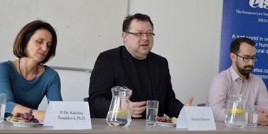 Babiš by nás musel zavřít do koncentračních táborů a dát nám roubíky, abychom nemluvili, řekl investigativní novinář Jaroslav Kmenta