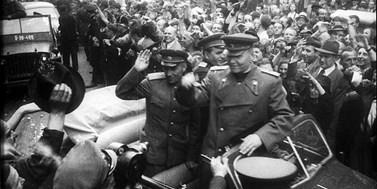 V květnu 1945 české území osvobodila vojska Sovětského svazu a USA. Zásluhy Američanů byly upozaděny