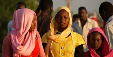 Dětská nevěsta ze Súdánu čeká ve vězení na smrt. Noura Hussein zabila v 19 letech manžela, který ji znásilňoval