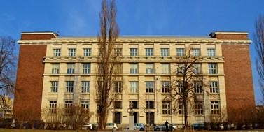 Právnická fakulta v Brně uzavřela jedno křídlo. Posluchárny možná nahradí kino Scala