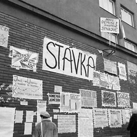 1989–2016: Vstávání z popela