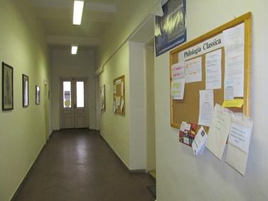 Stav ústavních prostor v budově A před rekonstrukcí. Chodba. Jaro 2011. Foto: Jitka Erlebachová.