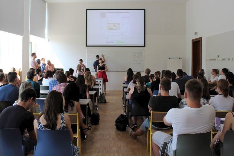 Časopis Právo21 představil svou činnost a pozval budoucí studenty ke spolupráci. Foto: Hana Sloupenská