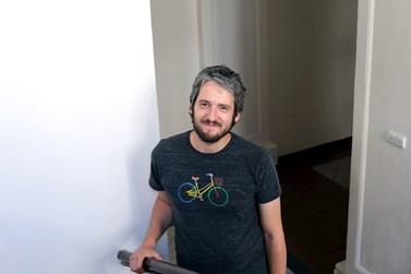 Filip Hráček při své práci mimo jiné tvoří videa a články. Foto: Lenka Jaskowiecová